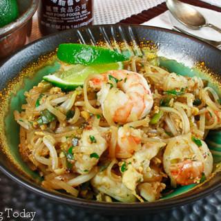 Quick & Easy Pad Thai with Shrimp Recipe